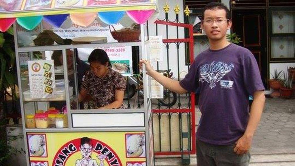 Doktor Muda Arief 'Kiming', Dulu Jualan Pisang Penyet Kini Jadi Miliarder