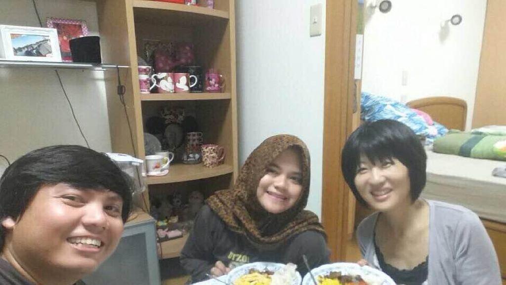 Puasa di Tokyo, Fauziah Kenalkan Berbuka dengan Masakan Indonesia