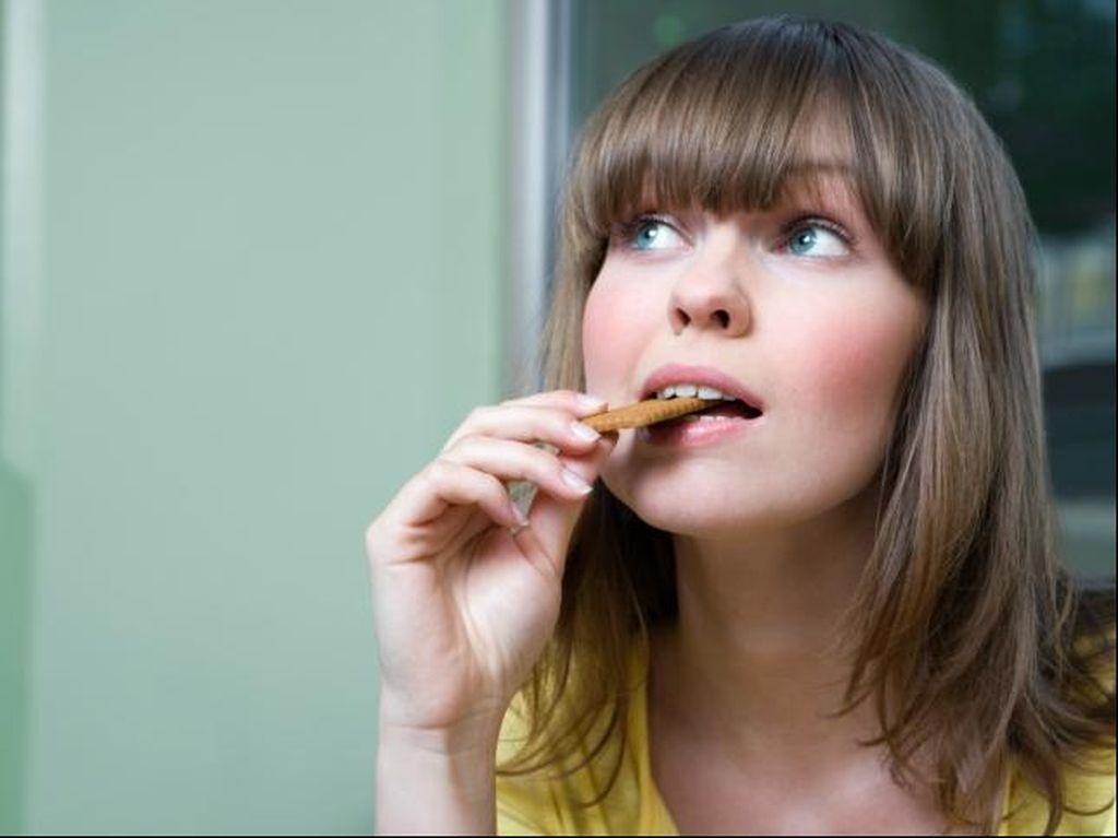 Makanan Jatuh ke Lantai 'Belum 5 Menit', Masih Boleh Dimakan?