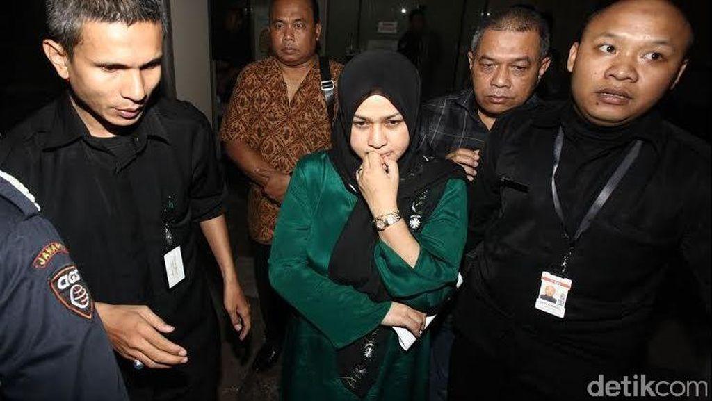 Evy Istri Muda Gubernur Gatot Aktif Hubungi Gerry Saat Sidang PTUN Berjalan