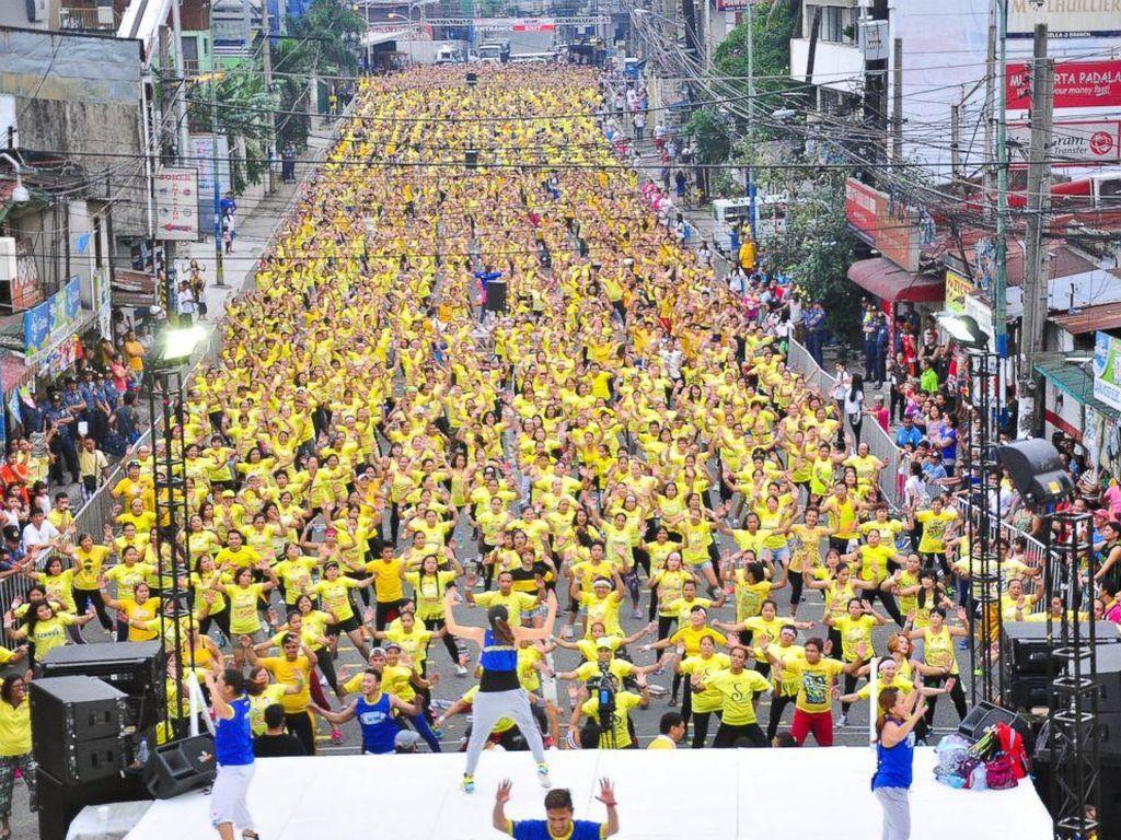 Pemegang Rekor Dunia untuk Zumba Saat Ini Dipegang Warga Filipina