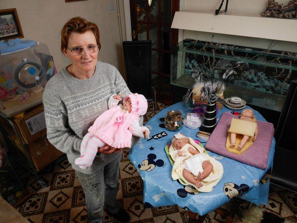 Sudah 10 Tahun, Teresa 'Melahirkan' Kembali Bayi-bayi dalam Bentuk Boneka