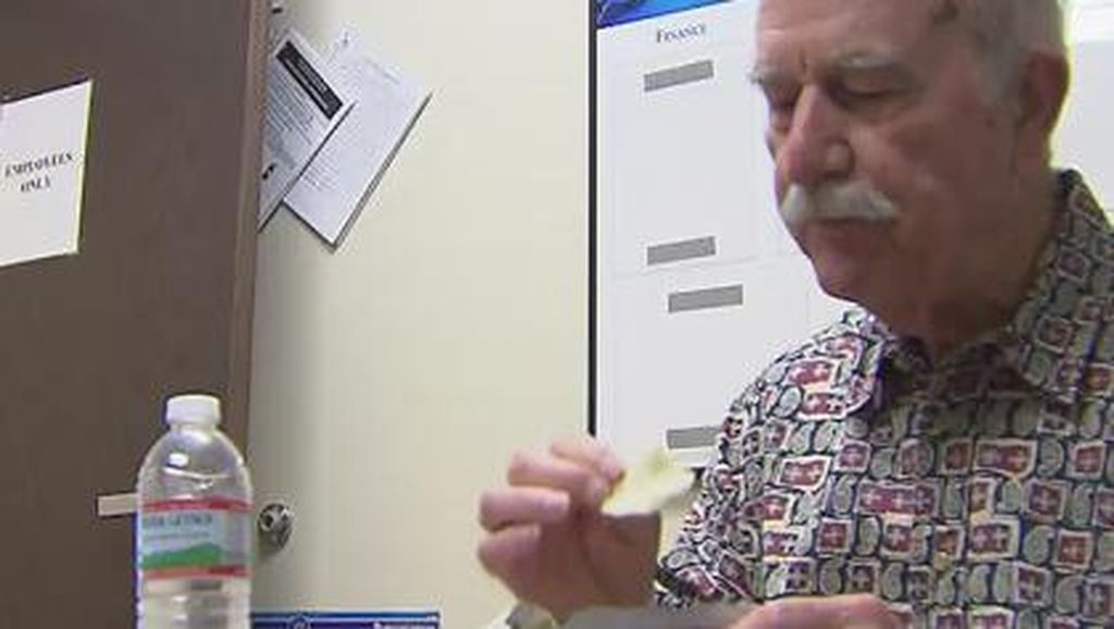 Susah Makan, Kerongkongan Kakek Ini Ternyata 'Mampet' Akibat Kondisi Langka