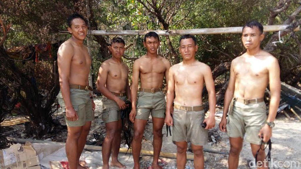 Hebat! 5 Prajurit Marinir ini Berenang dengan Kaki dan Tangan Terikat