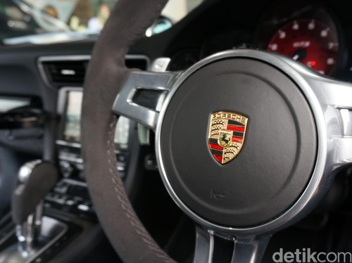 Porsche Buka Diri untuk Pengungsi di Jerman