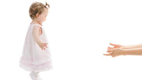 Anak Sudah Berumur 1 Tahun Tapi Belum Bisa Jalan, Apa yang Salah?