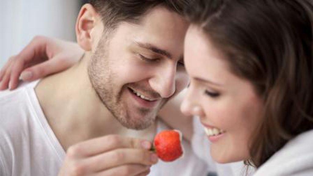 Mau Seks yang Lebih Bergairah? Santap Strawberry Saja