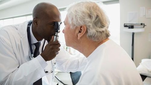 Penyembuhan Katarak Harus Dioperasi, Tak Bisa Pakai Obat Atau Kacamata
