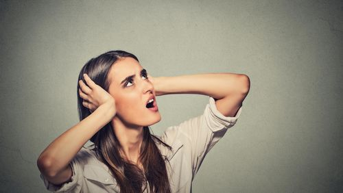 Telinga Suka Berdenging? Hal-hal Ini Bisa Jadi Penyebabnya