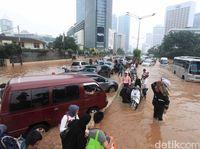 Pahami Karakter Kendaraan dan Kuasai Mobil ketika Melewati Banjir