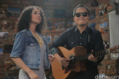 Sandhy Sondoro Isi Soundtrack Pertama Lewat Cinta Cinta Cinta