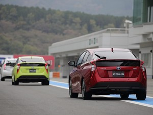 Toyota Prius Tantang Ioniq di Kandang Hyundai
