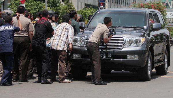 Mobil SUV Tameng Polisi Serbu Teroris
