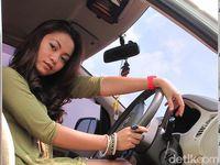 Lady Driver, Perhatikan 3 Hal Berikut Agar Aman Mengemudi