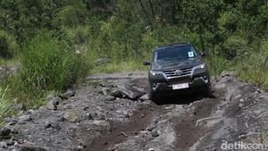 Ketangguhan Toyota All New Fortuner Langsung Dijajal di Merapi