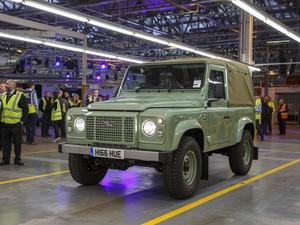 Pria Ini Berambisi Minta Produksi Land Rover Defender Dilanjutkan
