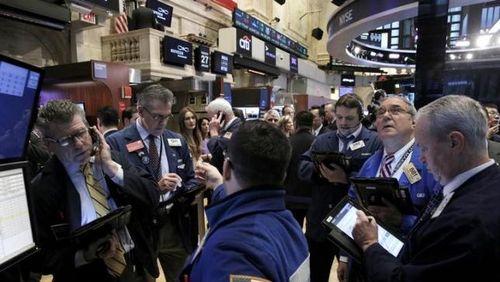 Wall Street Melonjak 1% Lebih