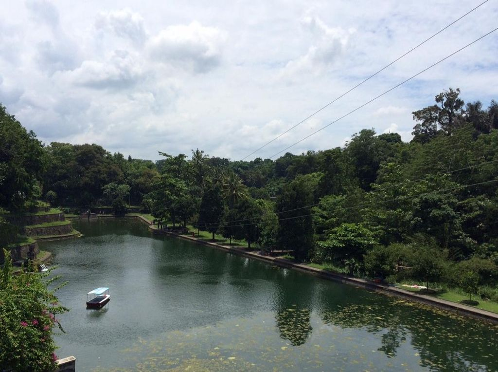 Ada Replika Danau Segara Anak di Taman Narmada Lombok