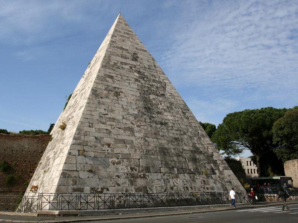 Bukan di Mesir, Ini Piramida di Italia
