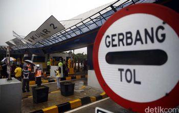 Penampakan Gerbang Tol Cikunir 2 yang Roboh