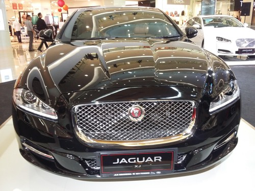 Naik Garuda ke Amsterdam, London dan Jeddah, Diantar ke Bandara Naik Jaguar dan Range Rover