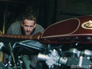 Ryan Renolds Kesengsem Motor Modif ala Cafe Racer