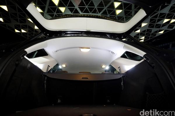 SUV Premium Mercy Mengaspal di Jakarta