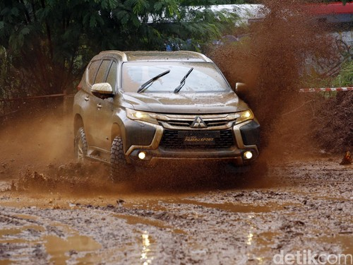 Kenapa Tidak Ada Mesin Bensin V6 di All New Pajero, Mitsubishi?