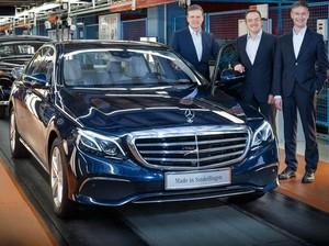 Mercedes-Benz E-Class Terbaru Keluar dari Jalur Produksi