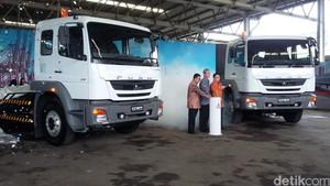 Tractor Head Terbaru Mitsubishi Tak Masalah Pakai Solarlite