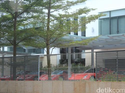 Wah, Orang Kaya Singapura Pamer Ferrari, Lamborghini, Pagani di Depan Rumah