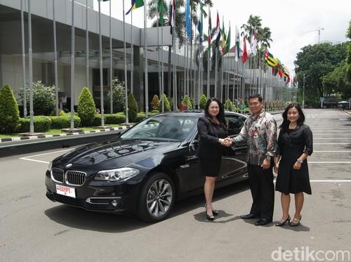 BMW Serahkan 21 Unit Seri 5 Diesel untuk Mobil KTT OKI
