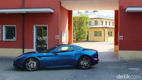 Begini Cara Mudah Mengemudikan Ferrari California T