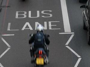 Jalur Bus di London Kini Boleh Dilalui Sepeda Motor