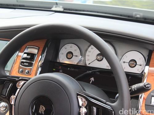 Menjajal Si Hantu Tunggangan Maharaja, Rolls-Royce Ghost