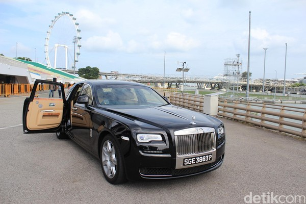 Test Drive Rolls-Royce Ghost