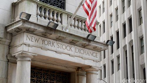 Wall Street Jatuh 1% Lebih