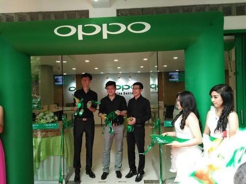 Oppo Buka Service Center Terbesar di Bandung