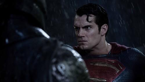 d4913fb7 d2f7 47e3 9279 2fa5b099f3c0 169 » 'Batman V Superman' Dikritik Buruk, Henry Cavill Berterimakasih Pada Penonton