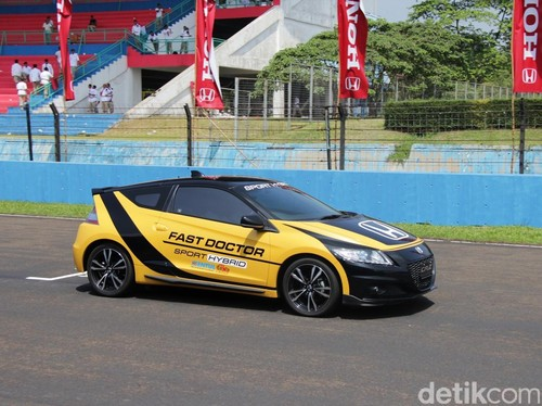 Honda CR-Z Jadi Safety Car dan Fast Doctor Lomba Balap IRS Sentul