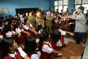 Risers Berbagi dengan Siswa SD di Palembang