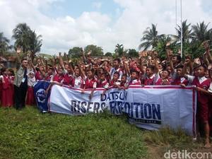 Risers Terharu Bisa Berbagi dengan Siswa SD di Palembang