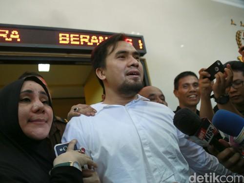 cfe89027 e219 4630 9c79 a6555cc242f1 43 » Saipul Jamil Bersyukur Masih Punya Fans Di Tahanan