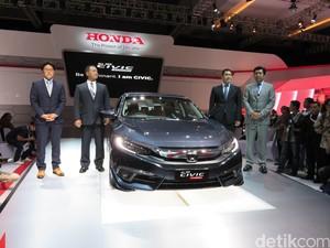 Honda Pede dengan 2 Sedan
