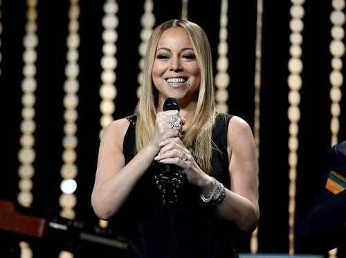d31b55e3 ee16 42fa b489 7aec897f8800 43 » Mariah Carey Dikabarkan Asuransikan Kaki Dan Pita Suara Rp 919 M