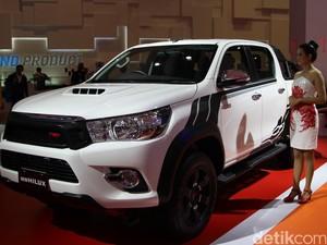 Toyota Pajang Hilux TRD dan HiAce Luxury untuk Tes Pasar