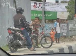 Bocah Asal Semarang ini Hebohkan Media Sosial Karena Berani Cegat Motor di Trotoar