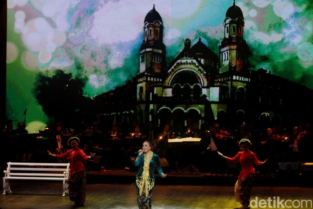 Tata panggung megah dengan big screen yang menjadi latar setiap lagu yang dibawakannya. Pool/Gus Mun/detikFoto