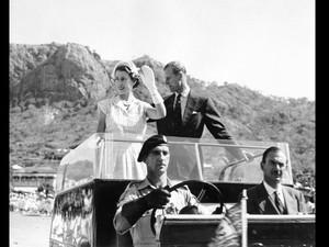 Kenangan Manis Ratu Elizabeth II dengan Land Rover