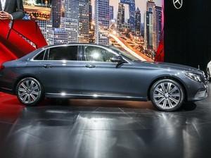 Mercedes Mulai Produksi E-Class dengan Bodi yang Melar